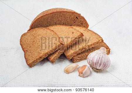 Fresh Rye Bread With Garlic