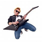 Постер, плакат: Женщина гитарист играя на колени