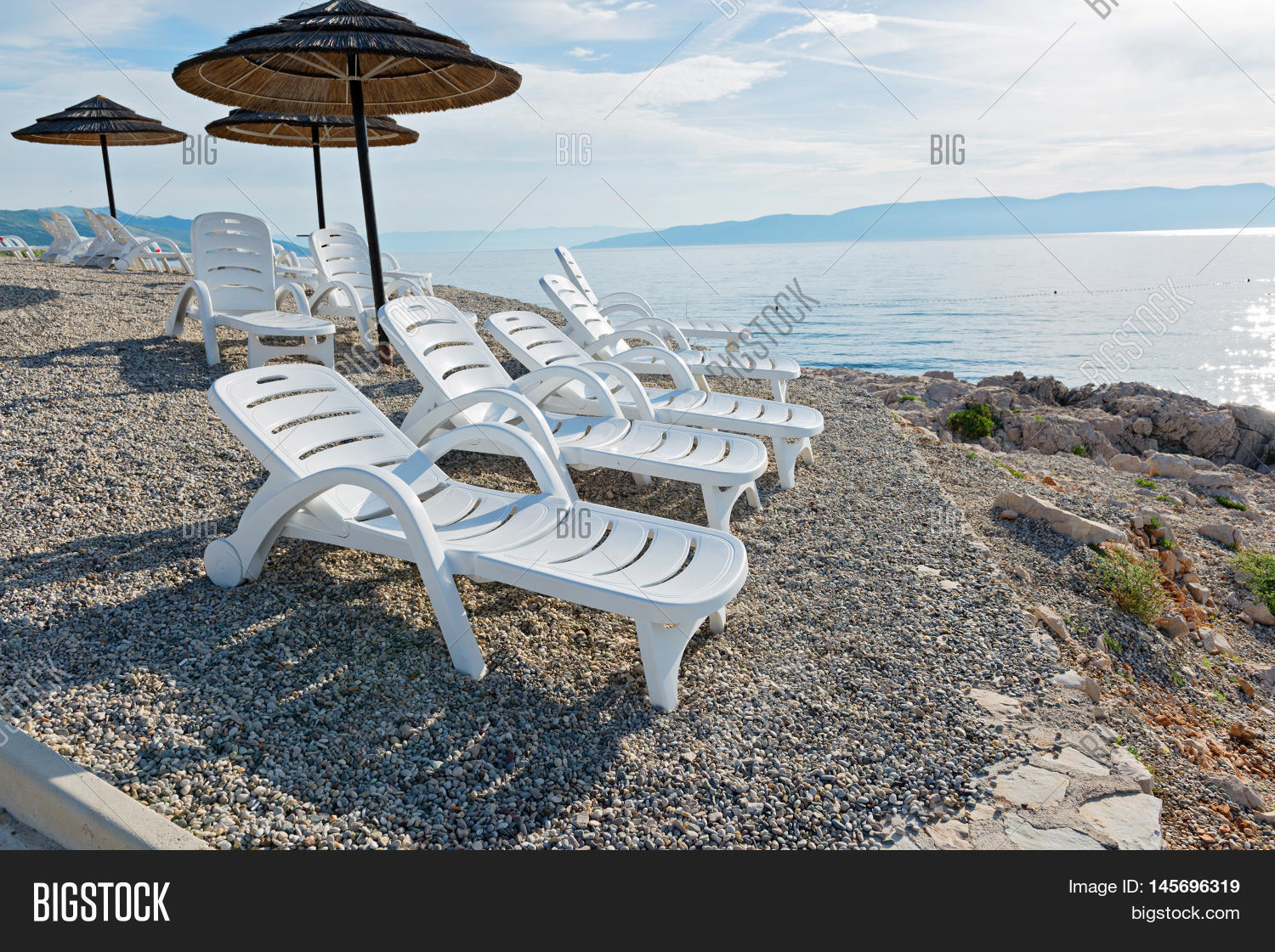 Pebble beach chaise longues and umbrellas in istria for Beach chaise longue