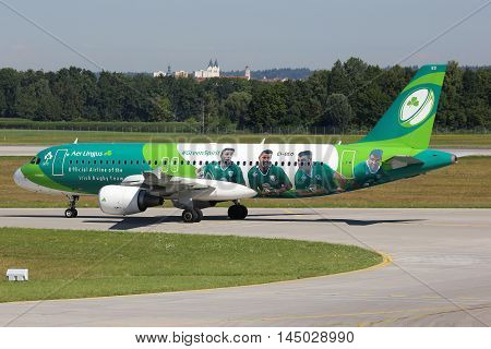 Aer Lingus Airbus A320 Airplane Special Livery Green Spirit Rugby Team