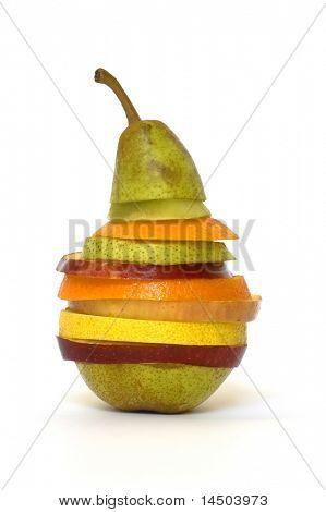 Una ensalada de frutas muy especial hecha con rodajas de diferentes frutas frescas
