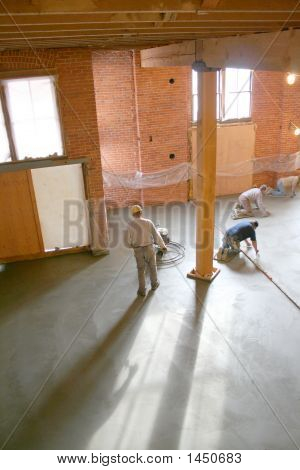 IDrying concrete floors in loft during