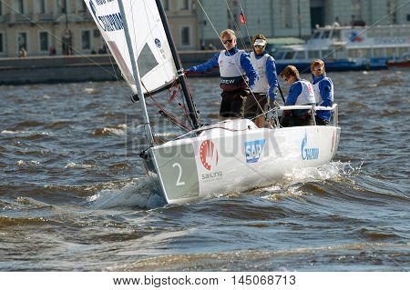 28.08.2016.Russia.Saint-Petersburg.Team athletes participate in the regatta on the boat.
