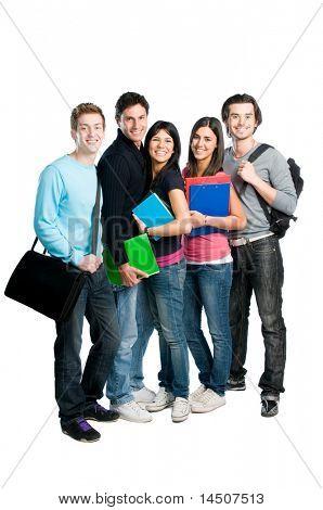Feliz grupo de estudantes de jovem adolescente com livros e sacos completos de pé isolado sobre o branco