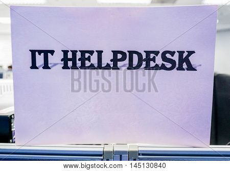 Icon of IT helpdesk in purple background