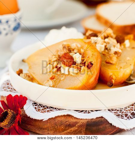 Honey Roast Pears With Granola And Yogurt Stock foto & Stock ...