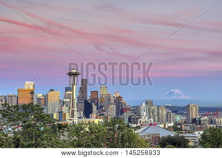 Seattle skyline with Mount Rainier in the distance