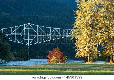 Bridge of Gods across Columbia River in Cascade Locks, Oregon during foliage