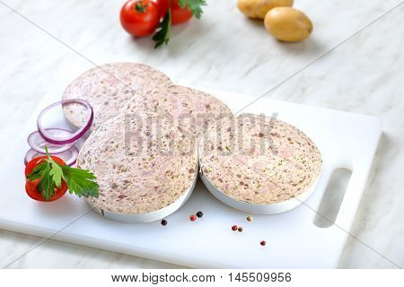 Bavarian delicacy before frying: Slices of sausage with pieces of pig spleen (so called 'Milzwurst')