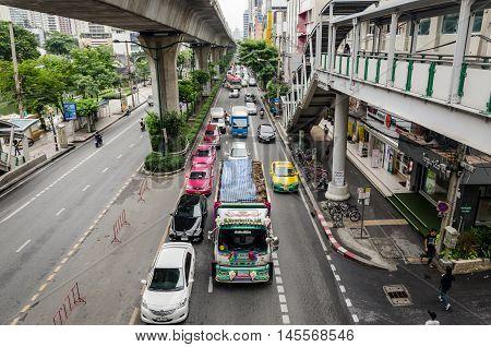 Bangkok October 2015- congested traffic in Thanon Sukhumvit near the Skytrain line