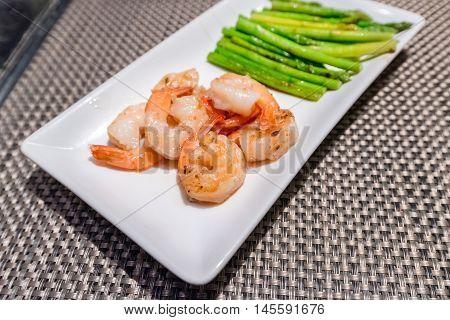 Prawns teppanyaki with asparagus ( Japanese foods )