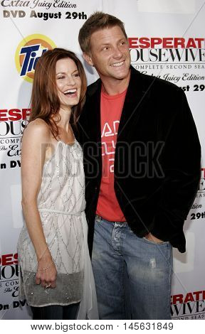 Doug Savant and Laura Leighton at the 'Desperate Housewives: Season 2 - Extra Juicy Edition' DVD Launch Event held at the Wisteria Lane Universal Studios in Universal City, USA on August 5, 2006.