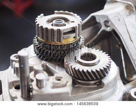 Operator Repair Gear Box