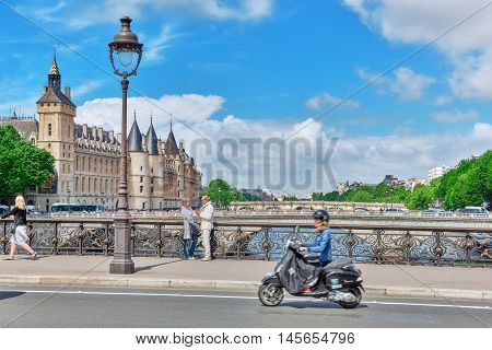 Paris, France - July 04, 2016 : Castle - Prison Concierges And Exchange Bridge On The Seine In Paris