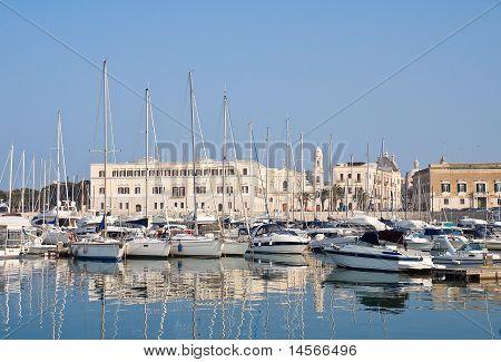 Blick von Trani Seehafen. Apulien.