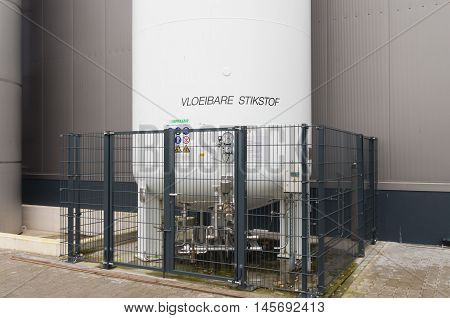 closeup of a silo filled with liquid nitrogen (vloeibare stikstof)