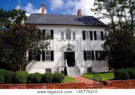 Princess Anne Maryland: A white wooden 18th century Georgian home with fan window over the entrance door and second floor Palladian window