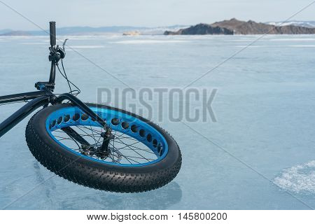 Fatbike (also called fat bike or fat-tire bike). Bicycling on large wheels. Lying on the ice. Mountain View.