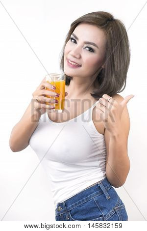 Beautiful Women Who Pay Attention To Health By Drinking The Juice.