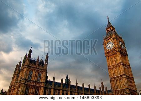 Big Ben clock tower and parliament building in London on a dark cloudy day