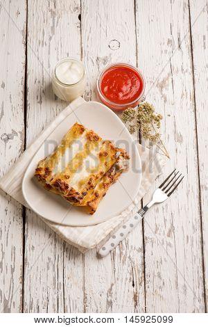 ragout cannelloni with oregano