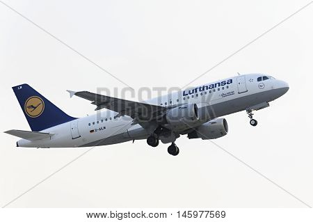 MOSCOW, RUSSIA - SEPTEMBER 26, 2014: Airbus A319-100 Lufthansa take off  at Domodedovo international airport