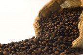 Постер, плакат: Burlap мешок кофейных зерен деталей Селективный глубины фокуса