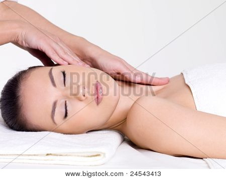 Massage For The Face And Neck