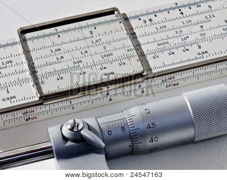 Rechenschieber & Mikrometerschraube
