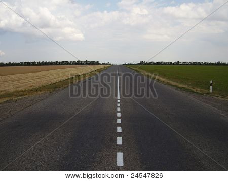 The road attracts for horizon