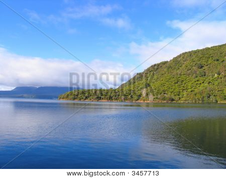 New Zealand Landscape (Lake And Mountain)