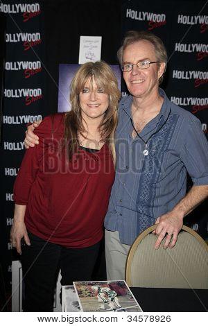 Burbank, ca Apr 22: Susan Olsen, mike Lookinland auf der Hollywood Show am Burbank Flughafen Mrz