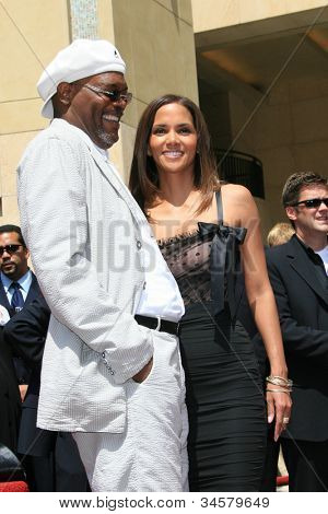 LOS ANGELES - APR 3: Halle Berry, Samuel L Jackson at a ceremony where Halle Berry is honored with a star on the Hollywood Walk of Fame on 3 April 2007 in Los Angeles, California