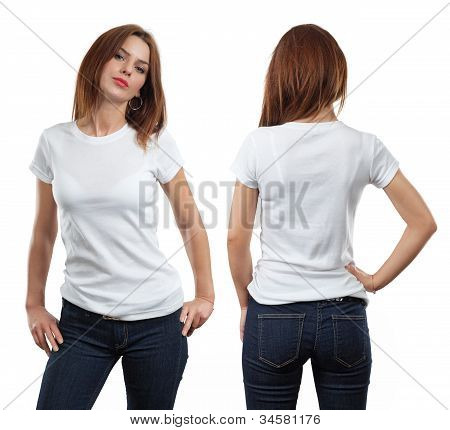 Mulher sexy vestindo camisa branca em branco