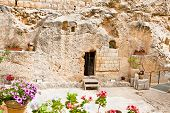 picture of burial  - Garden Tomb in Jerusalem - JPG