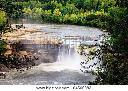 Cumberland falls in southern Kentucky in spring