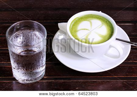 Green Tea Latte With Cold Water