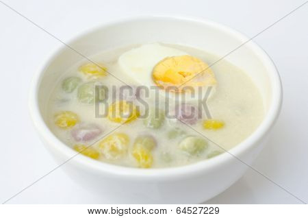 Thai sweetmeat with colorful ball (Bua Loi