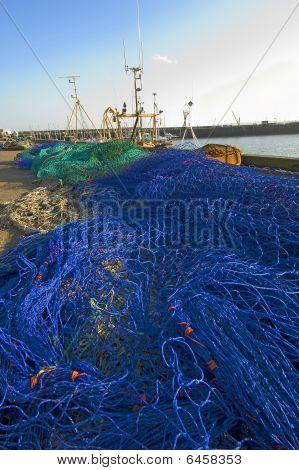 Redes de pesca en muelle