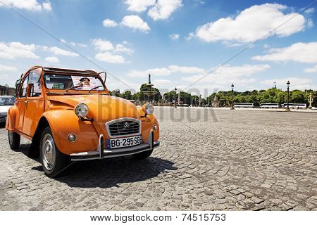 Old Citroen 2CV parked at Place de la Concorde