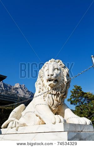 Medici Lion Near Alupka Palace And Ai-petri Peak