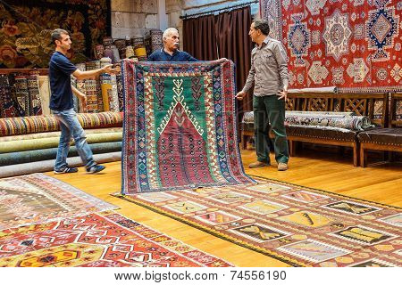 Carpet Sellers Put On A Show