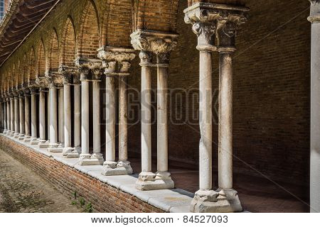 Pillars Insde Eglise Des Jacobins Or Church Of The Jacobins