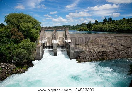 Aratiatia Rapids dam on Waikato river opened with water breaking thru
