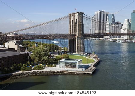The New York Downtown W Brooklyn Bridge And Brooklyn Park