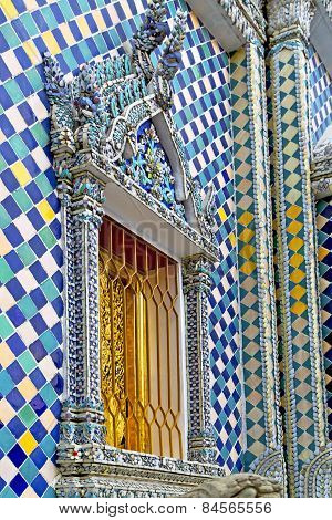 Window     Gold    Temple    Bangkok  Grate Blue