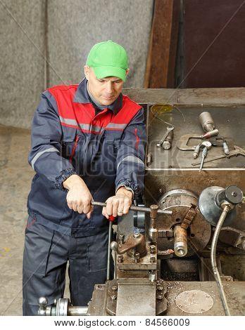turner works for lathe