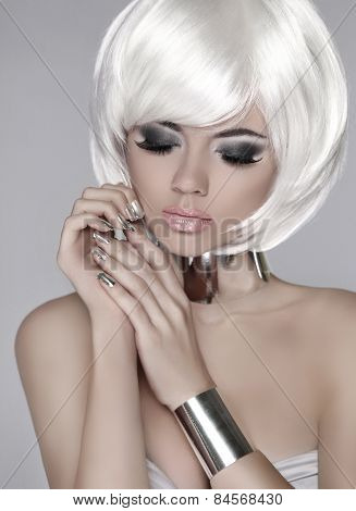 Fashion Blond Girl. Beautiful Face Of Glamour Woman With Smoky Eyes Makeup And Bob Short Hairstyle.