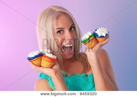 blonde with cupcakes