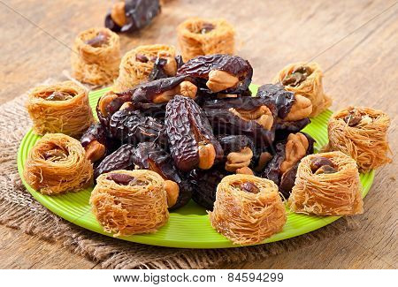 Oriental sweets and dates